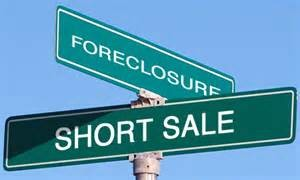 Difference Between a Foreclosure and Short Sale