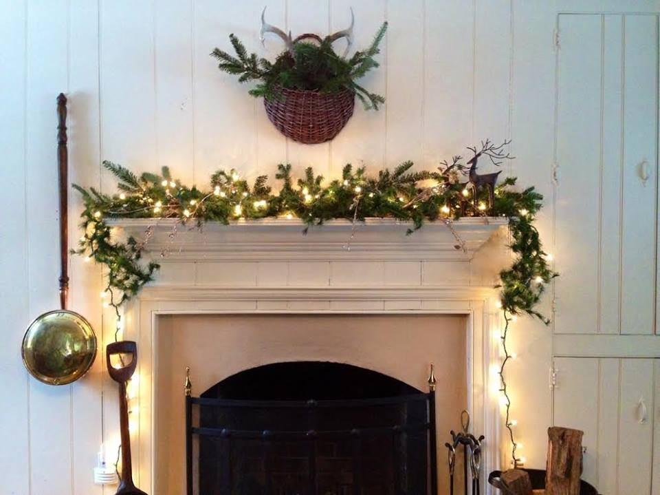 Should You Decorate for the Holidays if Your Home is For Sale?