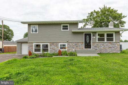 Photo of 668 Monmouth Road, Wrightstown NJ