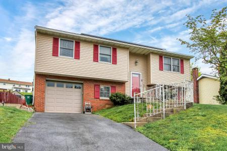 Photo of 1333 Woodcrest Drive, Reading PA