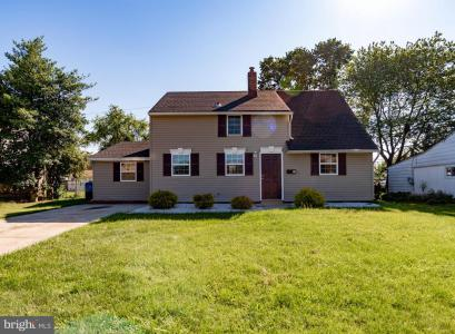 Photo of 24 Greenbriar Road, Levittown PA