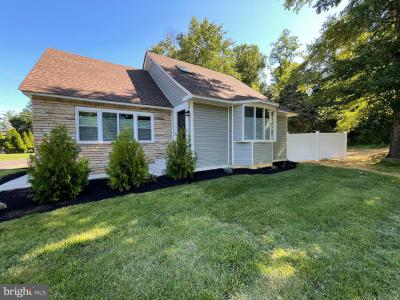 Photo of 1339 Oxford Valley Road, Yardley PA