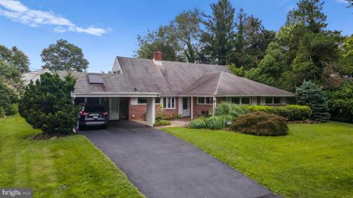 Photo of 8 Rust Hill Road, Levittown PA