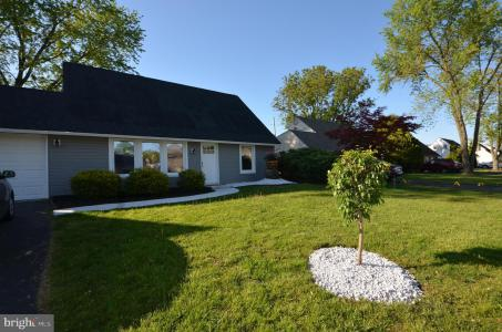 Photo of 42 Island Road, Levittown PA